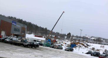 UTVIDER: På Stoa Vest gjøres grunnarbeidet for et tilbygg i flere etasjer som skal huse flere nye handelsaktører. Foto: Esben Holm Eskelund