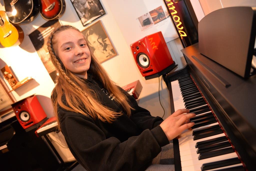 FREMTIDENS STJERNER: Laila Eline Hirte fra Flosta deltar på Ung klassisk for andre år på rad. Hun gleder seg til å opptre på en stor scene.