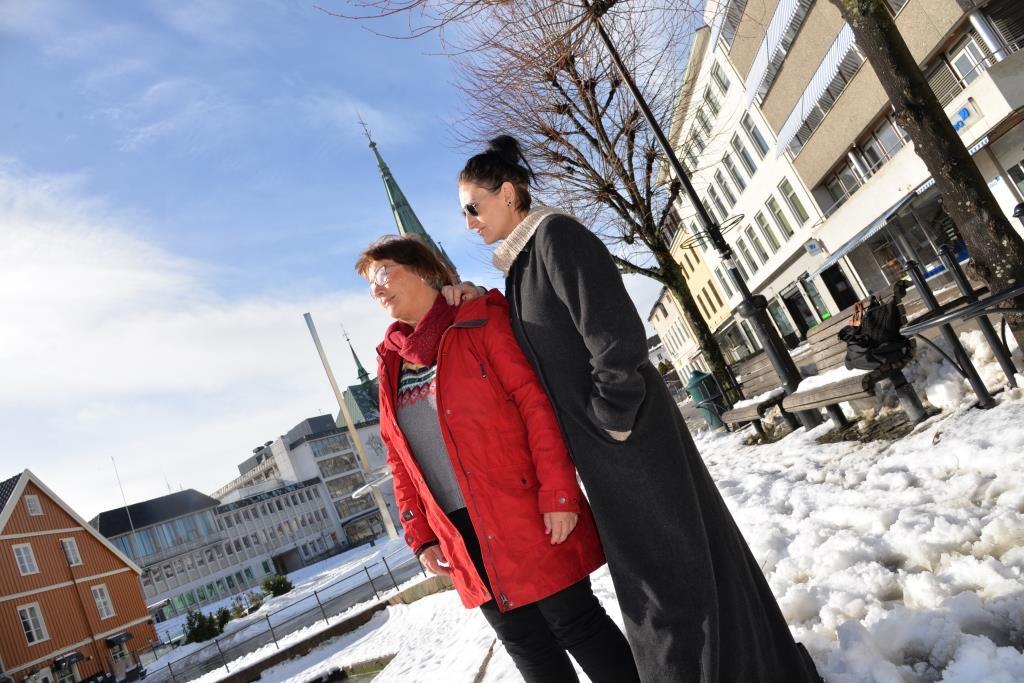 SORG: Susanne og familien er i dyp sorg, og kritiserer Arendal fengsel for respektløs behandling av pårørende. Foto: Linda Dyrholm