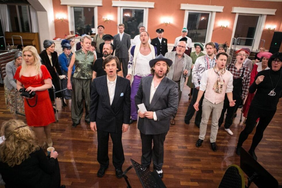 "Musikkteater Premiereklare Med Ellevill ""crazy"" Komedie"
