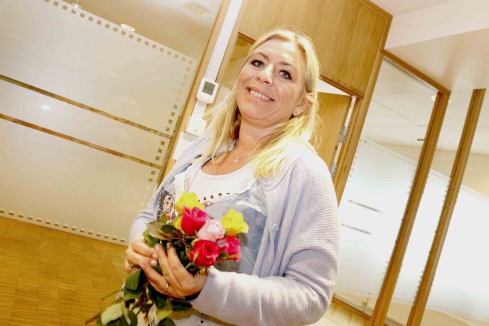 Politiker Markerte Kvinnedagen Med Rosegave