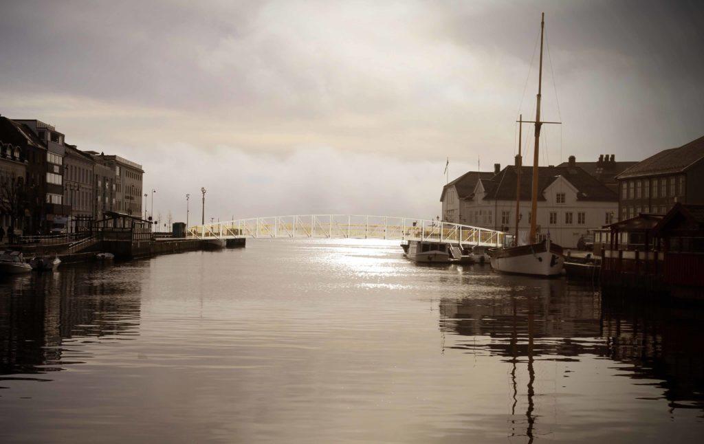 POLLEN-BRO: En overgang fra Tyholmen til Langbryggen for å gjøre sentrum mer tilgjengelig er en av de grønne drømmene. Foto/Montasje: Esben Holm Eskelund / Maria Åsheim