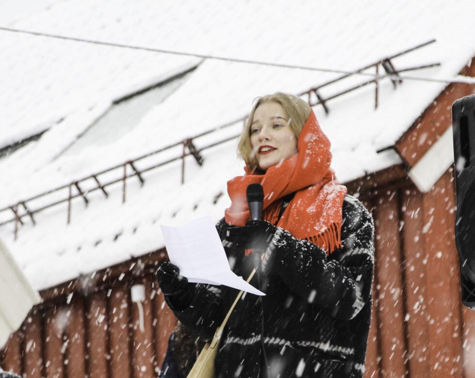 APPELL: Marte Næss Thomassen Holdt Appell Før Kvinnedagstoget. Foto: Grete Husebø