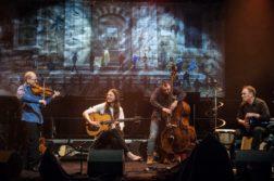 VERDENSMUSIKK: Bandet Nutopia inntar scenen på Lille Andevinge med musikk fra alle verdenshjørner. Pressefoto