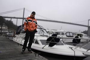 GLISER BREDT: Båten Han Har Drømt Om I Flere år Er Offisielt Hans, Og Rune Gullhav Er Godt Fornøyd. Foto: Grete Husebø