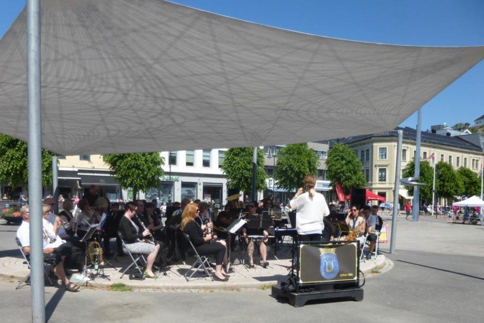 SOMMERKONSERT: Arendal Byorkester Fra  Sommerkonsert På Kanalplassen. Foto: Privat