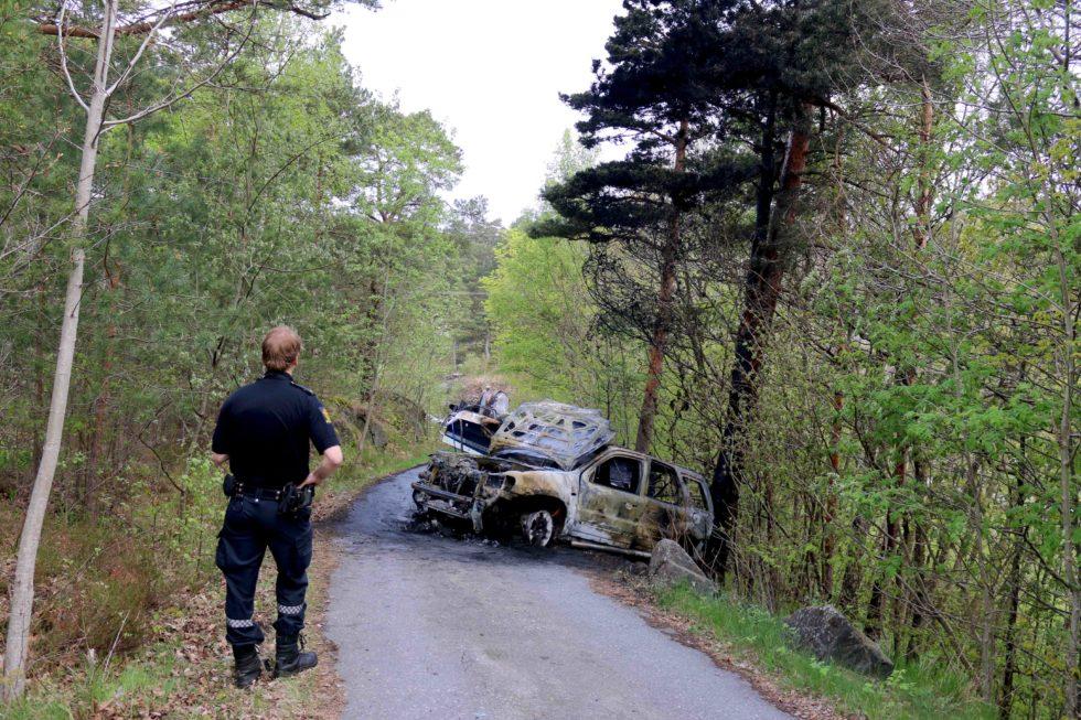 UTBRENT: En Bil Med Båthenger Sto I Brann I Rægevik Mandag Morgen. Foto: Esben Holm Eskelund