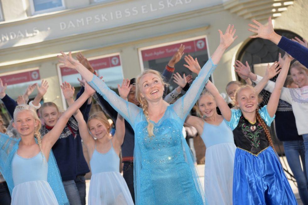 SNØDRONNING: Linda Thommesen Har Blitt Stoppet På Gata Både I USA Og I Arendal Fordi Hun Ligner På Elsa I Frost.