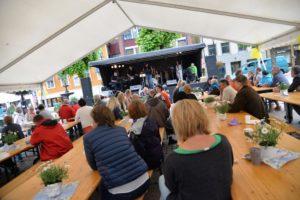 MOTBAKKEFEST: Festivalen Avsluttes Med Motbakkefest, Der Publikum Kan Nyte Både God Mat Og Musikk. Arkivfoto