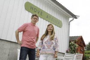 VELKOMMEN: Gjennom Hele Sommeren ønsker Janne Rebecca Og Roderic Read Velkommen Til Hove Atelier. Foto: Grete Husebø