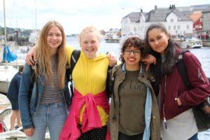 Svala Torstveit (16), Elise R. Solberg (17), Bina Fredriksen (16) år Og Nora Troli (16).