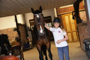 HESTEJENTE: Victori Og Hesten Wendy Er Klar For Ridetur.