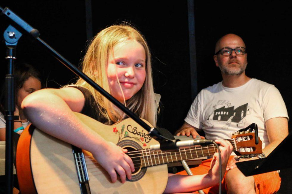 BILDEGALLERI: Musikalsk Punktum På Munkehaugen