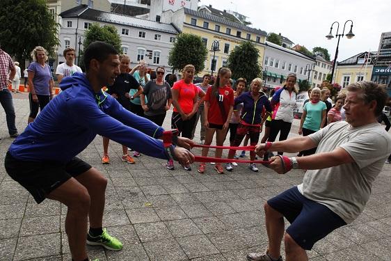 HØY PULS: Trening Med Puls-kjendisen Ynvar Andersen På Torvet I Arendal. Arkivfoto