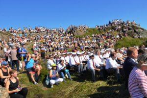 PUBLIKUM: Anslagsvis Nærmere 3000 Mennesker Fant Veien Til Spornes Søndag Ettermiddag.