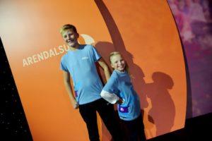 JUNIORJOURNALISTER: Sole Eker Og Frida Møller Thorsen Er Juniorjournalister For Avisa Aftenposten Junior. Om Tirsdag Bidro De Til Et Forrykende Show I Arendal Kulturhus.