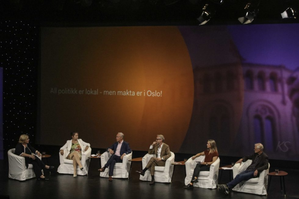 ARENDALSUKA: Politiske Topper Diskuterte Makt I Distriktene
