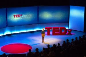 POPULÆRT: TEDx Arendal Arrangeres For Femte år På Rad. På Bildet TEDx Vertinne Hanne Watts I 2014. Foto: TEDx Arendal.