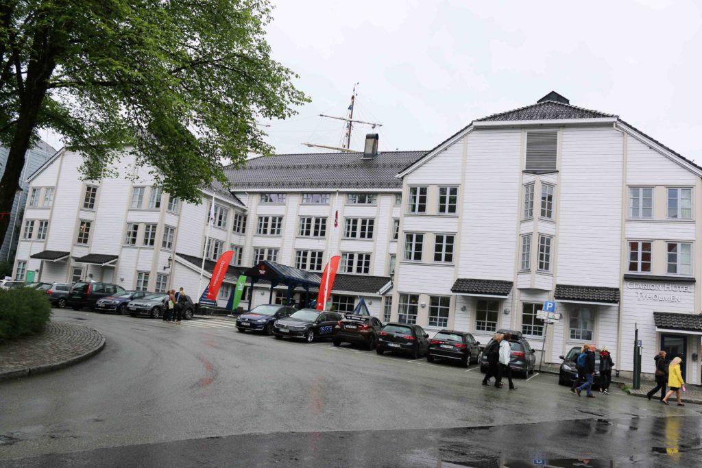 BRANNSIKKERHET: Clarion Tyholmen Hotell i Arendal fikk påpakning om å rette opp i brannsikkerheten etter et tilsyn i vår. Foto: Esben Holm Eskelund