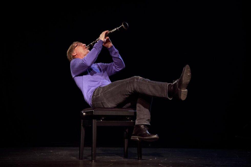 Solocabaret Med Over- Og Undertoner