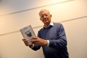 ROMANDEBUT: I En Alder Av 84 år Debuterer Arne Bergersens Som Romanforfatter.
