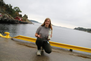 FISKEFORSKNING: Sunniva Huneide Thorbjørnsen Forsker På Sjøørrets Personlighet. Foto: Grete Helgebø