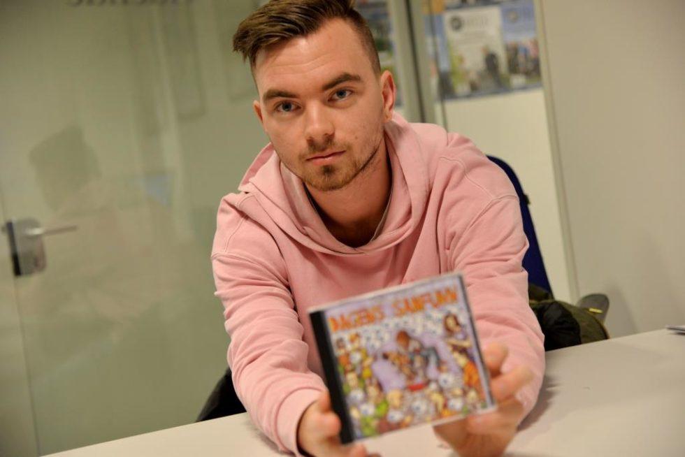 Rapper Om Dagens Samfunn På Platedebut