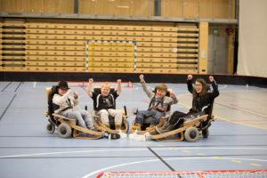 KUL GJENG! Latteren Sitter Løst Hos Denne Gjengen. Ole Haukom (17), Andreas Eikin (14), Embret Oveland (15) Og Lina Müller (15) Jubler Over Nok En Herlig Treningsøkt. Foto: Mona Hauglid