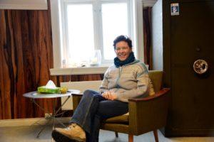 HAGETERAPI: Gestaltterapeut Pascale Coutanceau Mener Det Er En Klar Sammenheng Mellom Terapi Og Hage. Foto: Linda Dyrholm