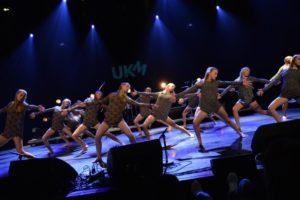 Bølgen Dansestudio Stiller Med Eget Frost-show På Sam Eydes Plass Lørdag. Arkivfoto