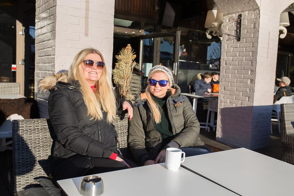 PERFEKT: Sol Og Spis For 100 Er En Perfekt Kombinasjon Synes Sylvia Jacobsen Og Irene Håheim. Foto: Mona Hauglid
