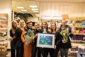JUBEL: Gjengen På Lucky Frisør Jubler Over Seieren Som Årets Frisørkonsern 2018. Foto: Mona Hauglid