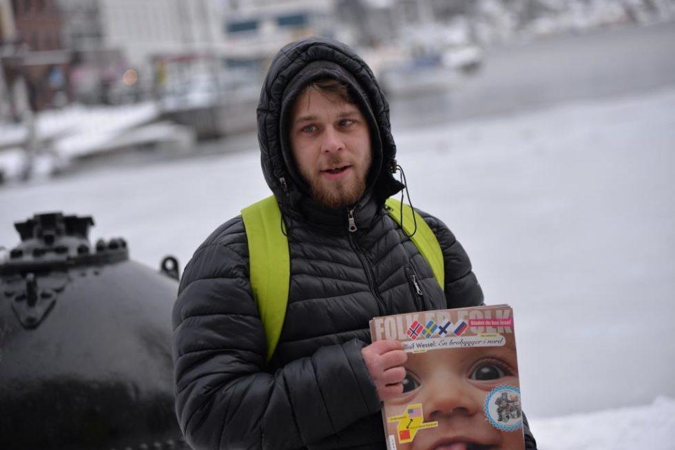"""REMUS: Han Er Snart 24 Og Kommer Fra Romania. Hver Dag Går Han På Jobb I Arendal Sentrum For å Selge Bladet """"Folk Er Folk""""."""