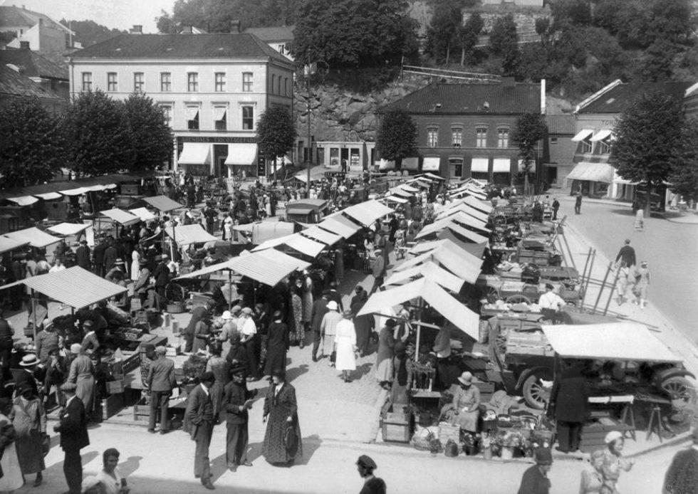 HANDEL: I 1930-åra Var Det Livlig Handel På Torvet. Foto: KUBEN