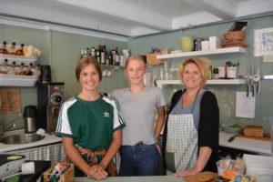 ARBEIDSUKE: F.v: Selma, Ane Og Susanne Jobber I Team I Butikken I Arbeidsuka.