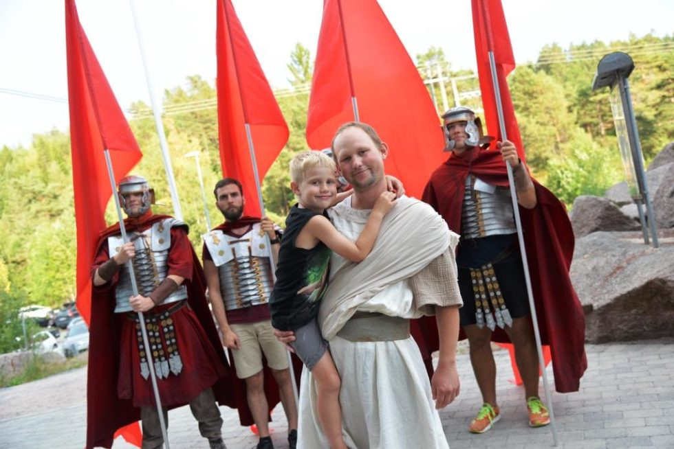 St. Valentin I Fjæreheia:  Far Og Sønn Fra Hisøy Debuterer I Musikal