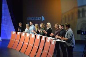 TAKKER FOR SEG: De Unge Politikerne Gir Hverandre En Applaus For Innsatsen.