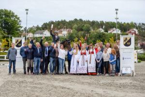 SPENNENDE: Omringet Av Venner, Familie Og Klubbmedlemmer Kunne Flam Løfte Kongepokalen Over Hodet Etter Et Spennende Mesterskap.