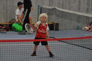 TIDLIG KRØKES: Det Var Mange Barn Som Syntes Det Var Gøy å Spille Tennis.