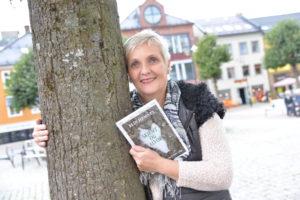 POET: Elin Hemnes Debuterer Som Forfatter Med Diktboka Skjemt Og Alvor, Inspirert Av Naturen. Foto: Linda Dyrholm