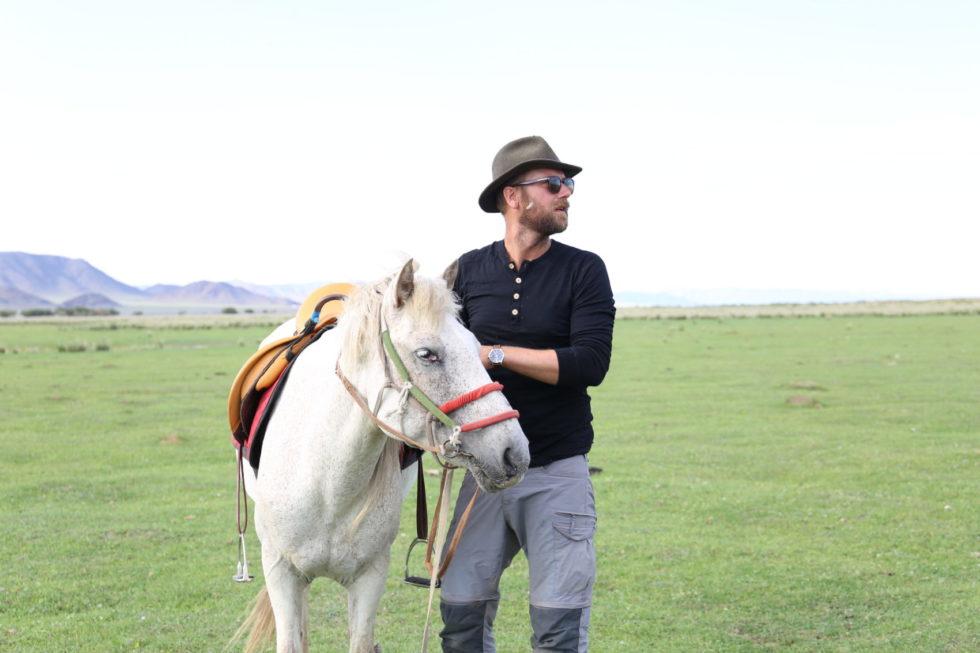 Fra Arendal Til Nomade I Mongolia