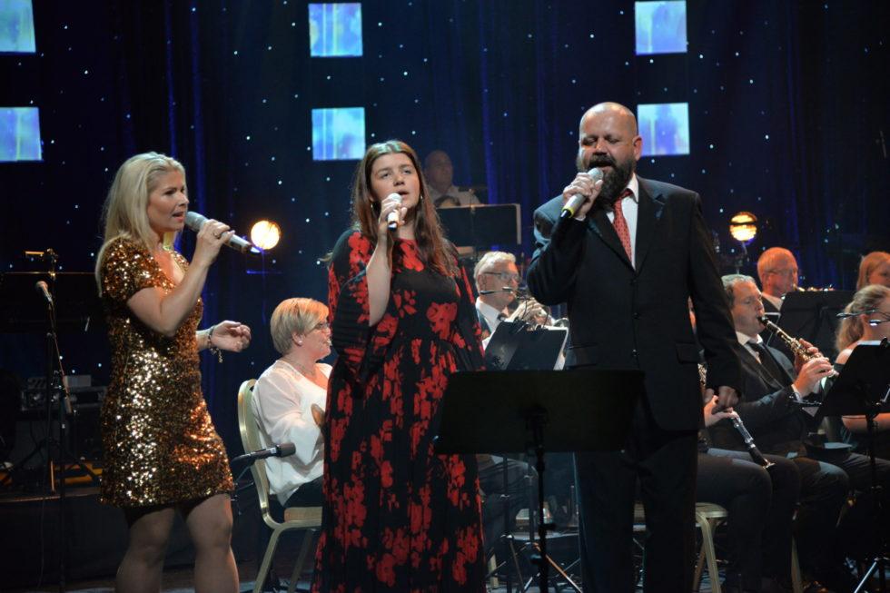 """VOKALPRESTASJONER: """"Thank You For The Music"""" Sang De Tre Vokalistene Til Slutt. F.v: Ellen Halvorsen Lervold, Ingrid Ovidia Narjord Dose Og Harald Dose."""