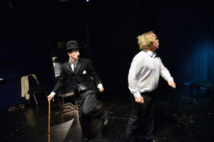 SLAPSTICK: I De Gamle Filmene Til Charlie Chaplin Ble Det Brukt Komiske Virkemidler For å Gjøre Det Morsomt. Arendal Scene Lover At Det Blir Mange Morsomme Stunt I Forestillingen.