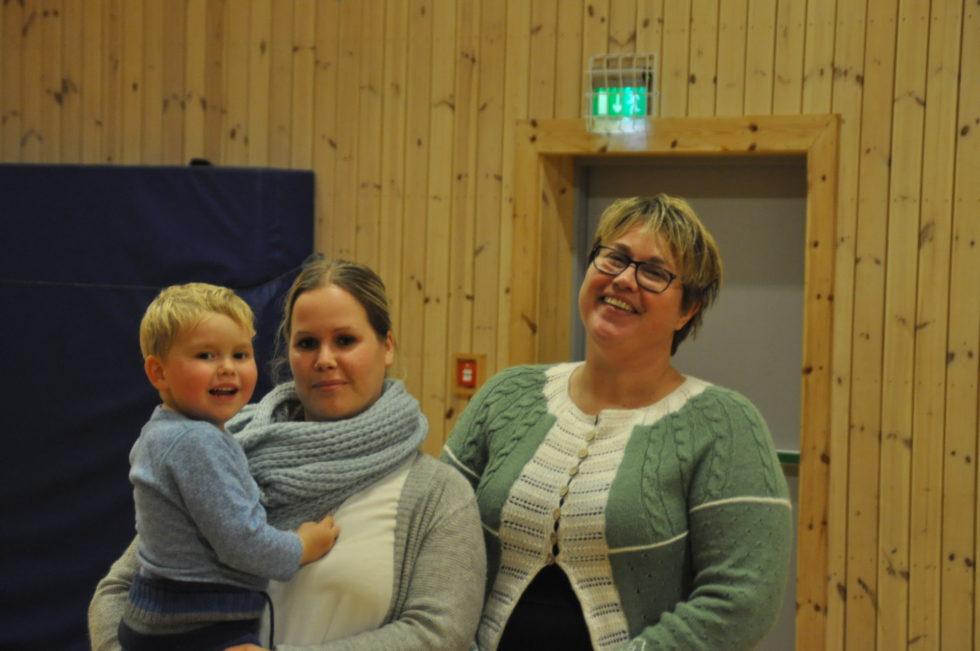 KLARE FOR MESSE: Trude Meisal, Lille Amandus August Meisal Svanevik Og Lena Tinghaug Kjenndalen Gleder Seg Til Strengereidmessa.
