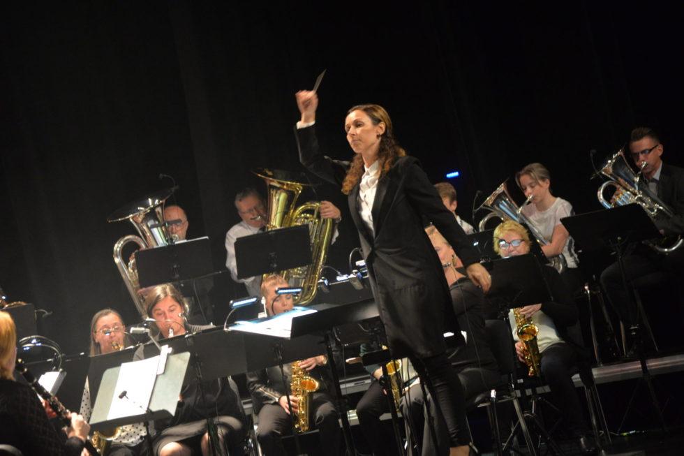 ORKESTER: Arendal Byorkester Med Sin Faste Dirigent, Britt Hilde Våge, Spiller Opp På Den Store Høstkonserten, Søndag Kveld. Arkivfoto