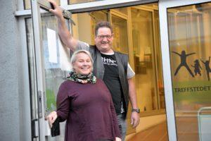 VELKOMMEN: Elisabeth Iren Engeness Lauvrak Og Jan Olaf Narvesen ønsker Velkommen Til Markering Av Verdensdagen For Psykiske Helse, Onsdag 10. Oktober.