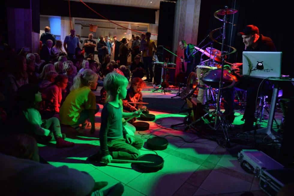 Barnas Festival: Kunst Og Barn I Morsom Forening
