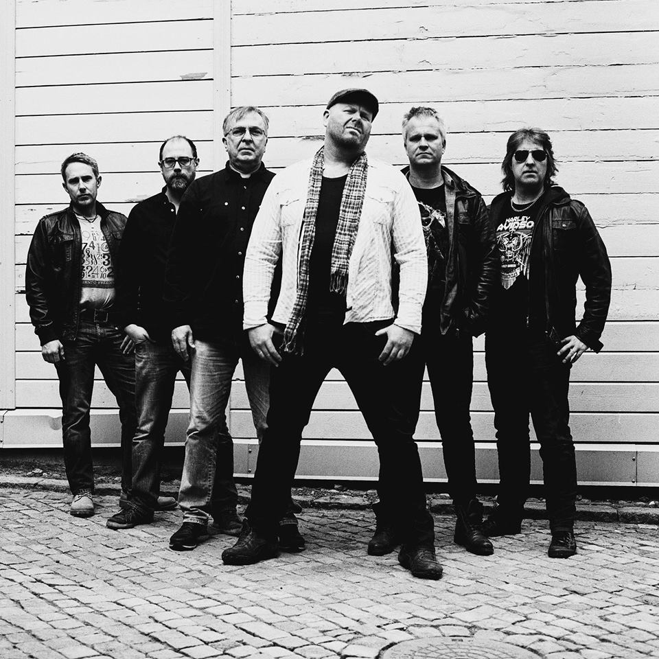GLAMROCK: Bandet Trouble Hyller Bandet Whitesnake På Konserten I Bankgården. Foto: Niklas Mørkland