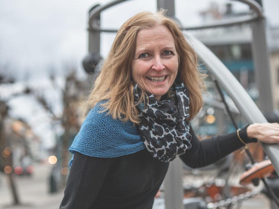 BEGEISTRET FOR BYEN: Hanne Gulbrandsen Er Over Gjennomsnittet Interessert I Hva Som Rører Seg I Bysentrum. Foto: Mona Hauglid