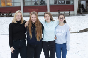 VINNERE: F.v. Anne-Kristine Roland, Vilde Lomnes, Karen Anna Askeland Oland, Lamis Almqayyad. Foto: Arendal International School